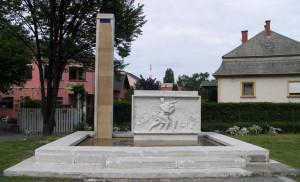Az emlékmű Győr-Révfaluban (Forrás: internet)