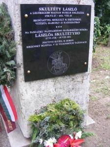 Az emléktáblát állító észak-komáromiak is elfogadhatatlannak tartják a lopva történt kihantolást