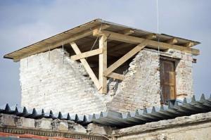 Így óvják meg az épületet az állagromlástól (Fotó: MTI)