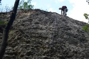 Az E kategória merő sodronykötél-mászás