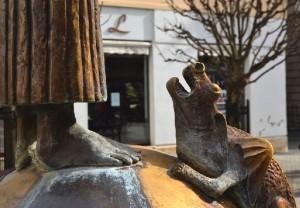 A Sárkányölő Szent György szoborkompozíció sárkánya a Baross Gábor utcában