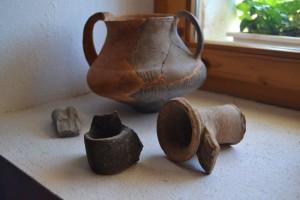 A löszfal évszázadok óta ontja a kerámia töredékeket és egyéb apró leleteket