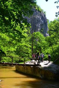 Kis híd a Lócsűr-barlang előtt