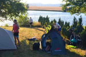 Táborverés a Báti-tó partján
