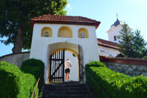 Hontbesenyőd templomának kerítőfal-kapuja