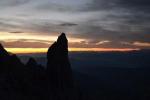 Felérve a Hochschartére, megpillanthattuk a hajnal első fényeit