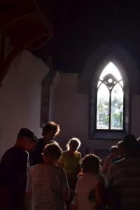 Késő délután a Makovecz-templomban...