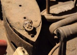 Ennek a szenes vasalónak az orrán Kossuth Lajos arca vagyon...