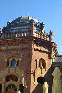 Az Árpád fürdő központi épülete
