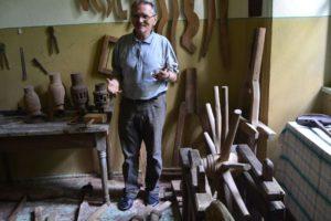 Böhm András úr, aki még győzi a gyűjtemény bemutatását... Egyívásúak vagyunk...