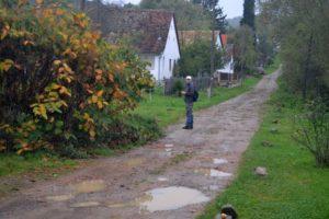 Kán első házai előtt