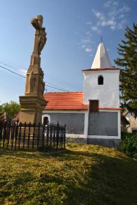 Egy gyönyörű kis kápolna és egy feszület Zalaszántón