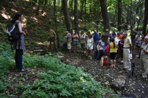 A Böske-kútnál Bottyán Katalin köszöntötte a bronzkori séta résztvevőit
