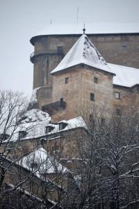 Árva várának fellegvára a 112 méter magas sziklacsúcson