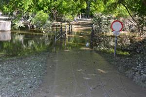 A víz valamivel a híd járószintje felett áll