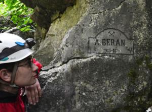 – Átjáróbarlang! – hallottuk később. Nem más volt az, mint egy egykori kis barlangból kialakított fedezéküreg – akár 100 katona befogadására!