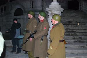 Katonai hagyományőrző csoport a Széchenyi emléknél 2011-ben (Fotó: Harsáczki György)