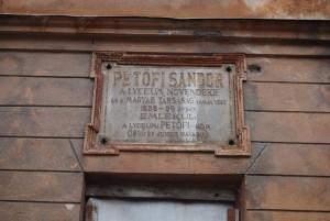 Egy békebeli emléktábla az egykori selmecbányai Lyceum falán