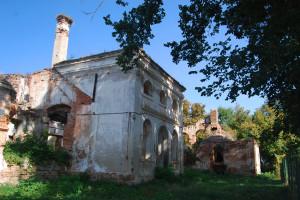 A Gömöry-Maróthy-kastély 2009-ben. A 70-es években a hajótest alakú tetőzet beroskadt, majd eltűnt...