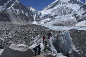 A veszedelmes Kumbu-gleccser (Forrás: internet)