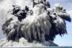 Egy tongai vulkán víz alatti kitörése (Forrás: internet)