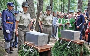 Katonai temetés 2012-ben Peioban. A két katona egykor a Presenai csatában esett el 1918 májusában. (Fotó: Laura Spinney)