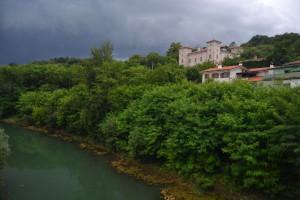 A Vipava és Castel Rubbia kastélya - viharfelhővel